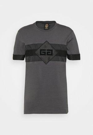 GALOS TEE - Print T-shirt - asphalt/black