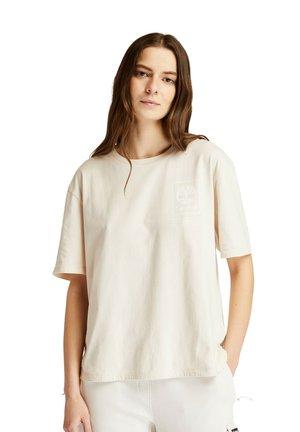 PRO UTIL TEE - Print T-shirt - white sand