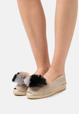 Sandalen met sleehak - beige/gris