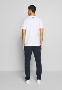 Michael Kors - SCATTERED LOGO TEE - T-shirt con stampa - white - 2