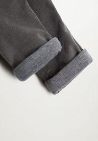 Mango - MORITZ - Trousers - šedá - 2