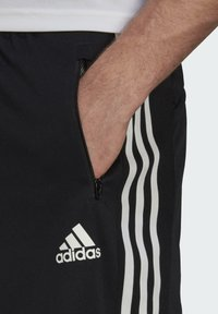 adidas Performance - PRIMEBLUE DESIGNED TO MOVE SPORT 3-STRIPES SHORTS - Sports shorts - black - 4