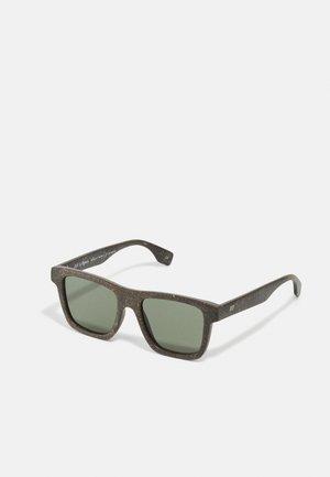 SUSTAIN GRASSY KNOLL - Sunglasses - midnight grass