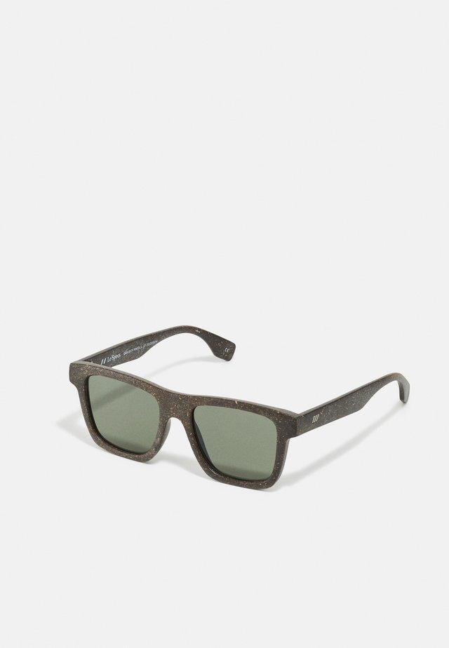 SUSTAIN GRASSY KNOLL - Sluneční brýle - midnight grass
