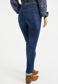 WE Fashion - MET SUPER STRETCH - Slim fit jeans - dark blue - 2