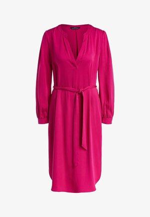 MIT GÜRTEL - Day dress - pink