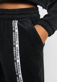 adidas Originals - CUFFED PANTS - Joggebukse - black - 4