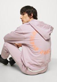 032c - HYPNOS ZIP UP HOODIE - Mikina na zip - grey purple - 4