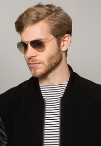 Ray-Ban - AVIATOR - Sunglasses - braun/goldfarben - 1