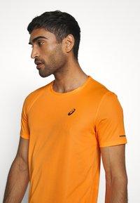 ASICS - VENTILATE - Print T-shirt - orange pop - 3