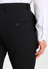 Selected Homme - SHDNEWONE PEAKLOGAN SLIM FIT - Suit - black - 7