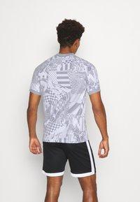 Nike Performance - HOME - Print T-shirt - white/light smoke grey/reflective black - 2
