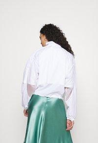 adidas Originals - LAYER - Chaqueta fina - white - 2