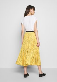 Closet - PLEATED SKIRT - A-line skjørt - mustard - 2
