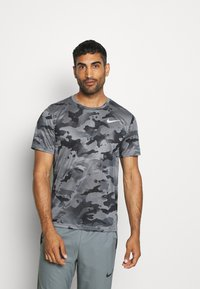 Nike Performance - DRY TEE - Print T-shirt - smoke grey/grey fog - 0