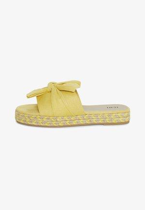 IARICHA FW - Pantoffels - golden mist