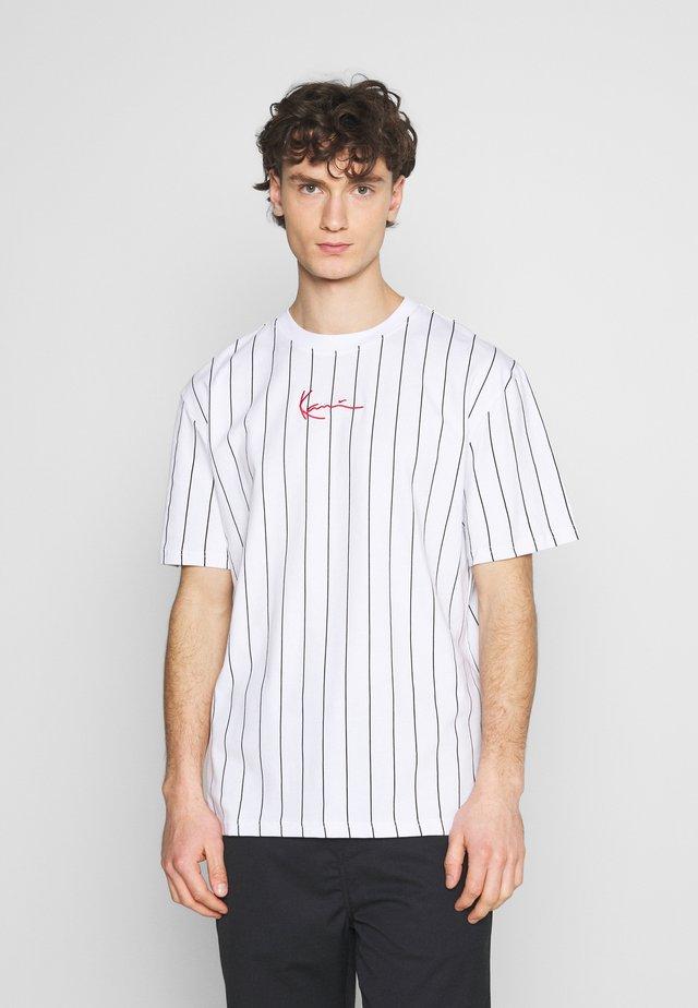 SMALL SIGNATURE PINSTRIPE TEE UNISEX - T-shirt imprimé - white/black