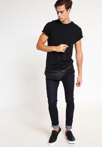 Nudie Jeans - SKINNY LIN - Jeans Skinny Fit - dry deep orange - 1