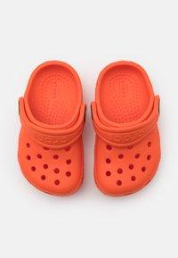 Crocs - CLASSIC CLOG UNISEX - Pool slides - tangerine - 3