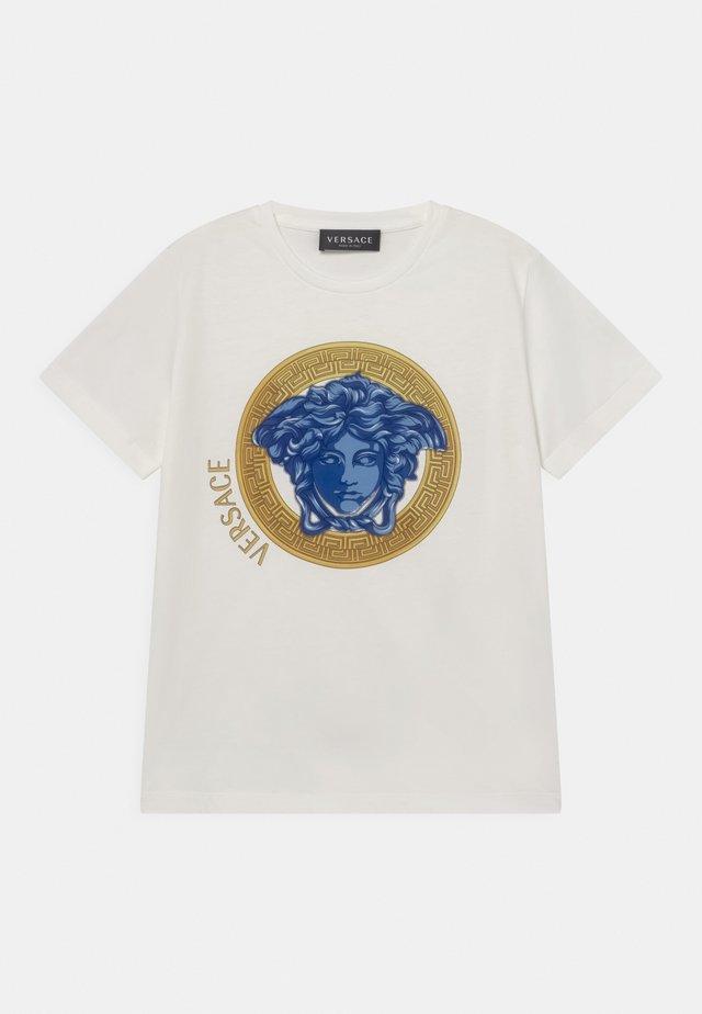 MONO MEDUSA AMPLIFIED UNISEX - Triko spotiskem - white/blue/oro
