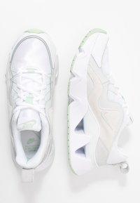 Nike Sportswear - RYZ - Sneakersy niskie - white/pistachio frost - 3