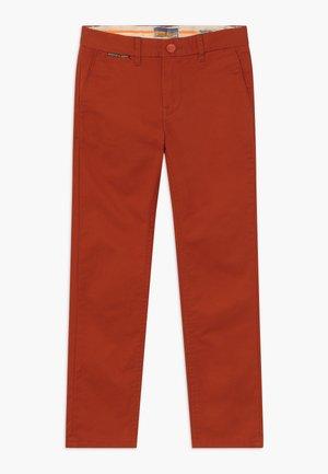 SLIM FIT - Chinos - lumber red