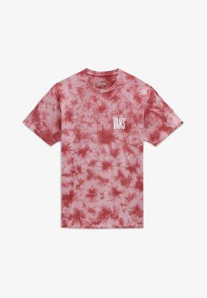 MN TALL TYPE SS - Print T-shirt - pomegranate/tie dye