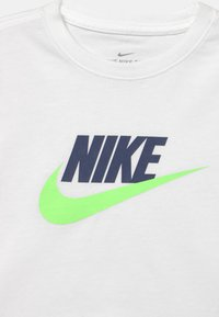 Nike Sportswear - TEE CROP FUTURA  - T-shirt imprimé - white/blue void/lime glow - 2