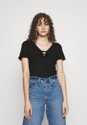 PCTHEIA - Basic T-shirt - black
