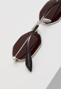 Alexander McQueen - Sunglasses - silver-coloured - 5