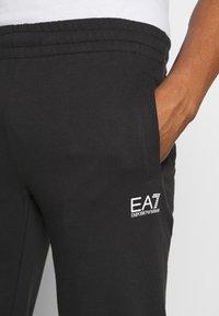EA7 Emporio Armani - PANTALONI - Pantaloni sportivi - black - 5