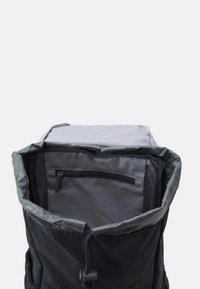 Deuter - WALKER 20 UNISEX - Rucksack - graphite/black - 2