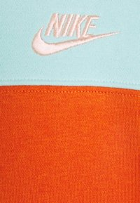 Nike Sportswear - HOODIE  - Sweatshirt - light dew/campfire orange/apricot agate/arctic orange - 2