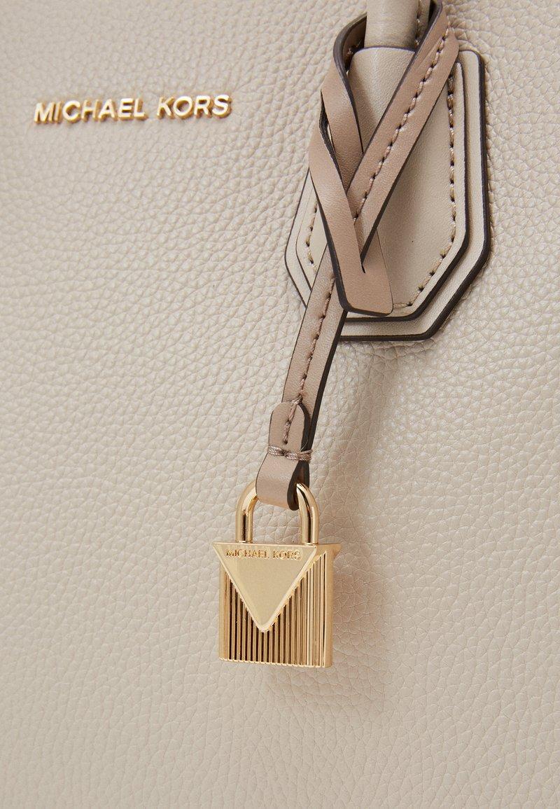 michael kors nyckelring