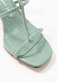 New Look Wide Fit - WIDE FIT TUTTING - Sandalias - light green - 2