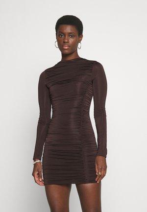 RUCHED SLINKY MINI DRESS - Sukienka z dżerseju - chocolate
