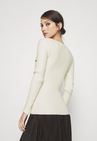 NA-KD - TWISTED FRONT TOP - Pullover - off white - 2