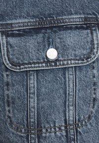 Calvin Klein Jeans - REGULAR JACKET - Veste en jean - denim dark - 2