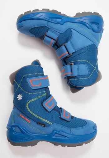 MILO GTX UNISEX - Winter boots - blue/orange