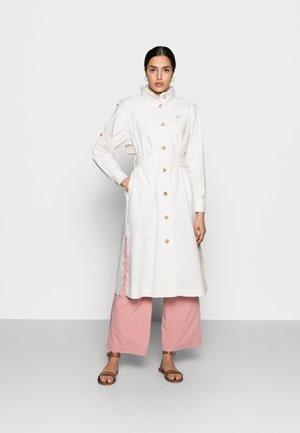 ICON - Trenchcoat - white