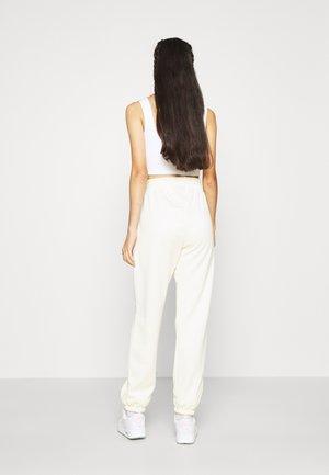 TREND PANT - Pantalones deportivos - coconut milk