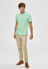 Selected Homme - SLHARO EMBROIDERY - Polo shirt - hemlock - 1