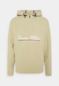 Tommy Hilfiger - SCRIPT POPOVER UNISEX - Fleece jacket - desert tan - 0