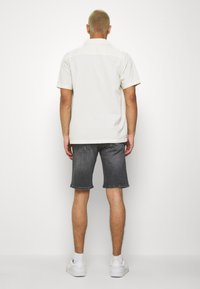 Tommy Jeans - SCANTON - Denim shorts - court - 2