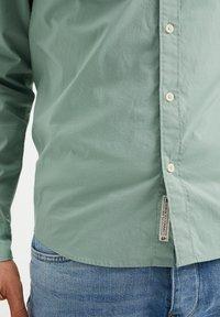 WE Fashion - SLIM FIT  - Shirt - mint green - 4