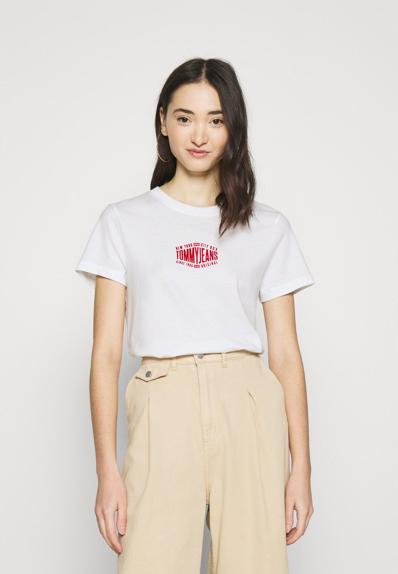 Tommy Jeans - LOGO TEE - Print T-shirt - white