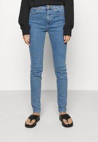 Wrangler - HIGH RISE SKINNY - Jeans Skinny Fit - static stone - 0