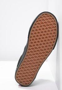 Vans - OLD SKOOL - Skateboardové boty - black - 8