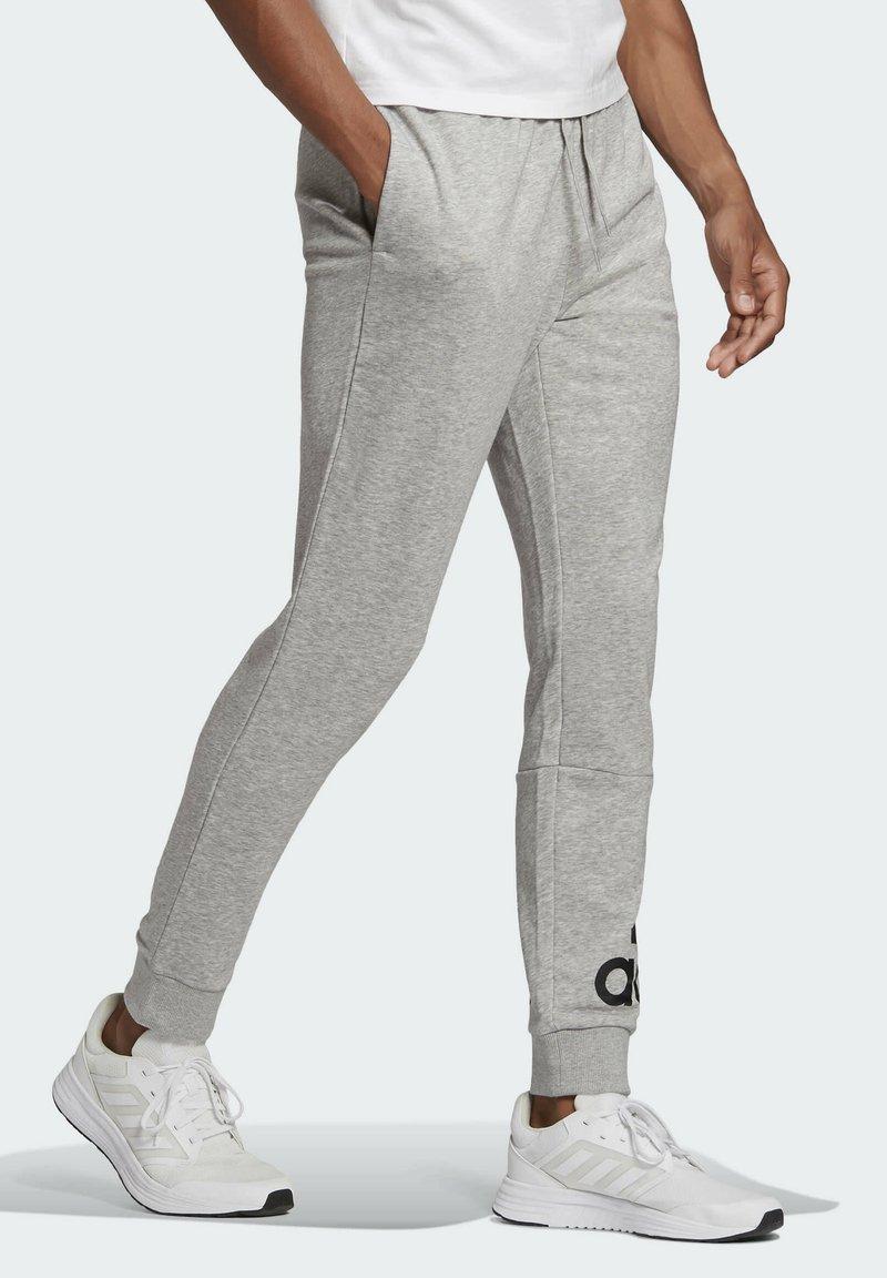 adidas Performance - ESSENTIALS FRENCH TERRY TAPERED CUFF LOGO JOGGERS - Pantalon de survêtement - grey