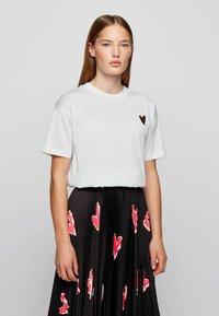 BOSS - ELENAS - Print T-shirt - white - 1